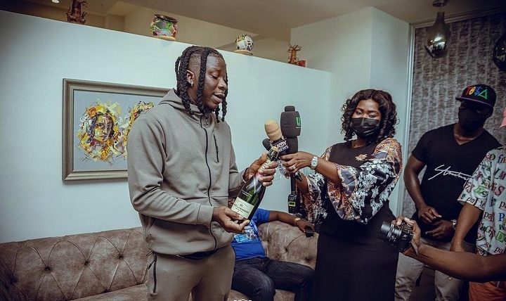 Tecno Mobile welcomes Stonebwoy back to Ghana in grand style; renews ambassadorial contract