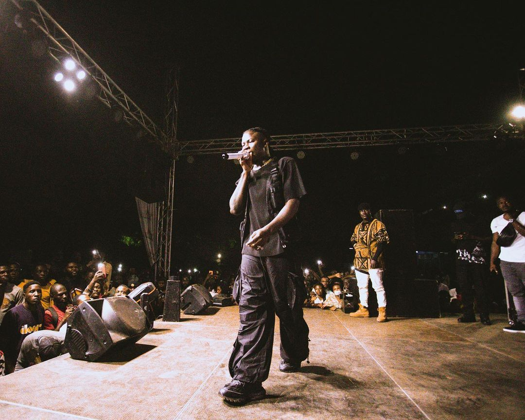 """HERO! Stonebwoy performs unique set at the """"Turn Up With Live Extra"""""""