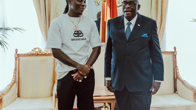 Ghana's UK High Commissioner hosts Stonebwoy and His crew – See photos